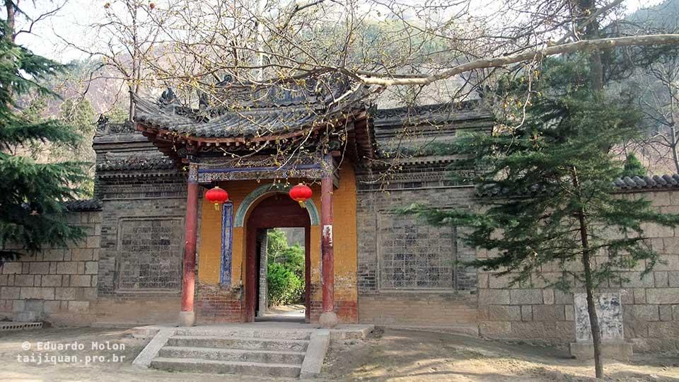 Entrada para área privativa do mosteiro, em Huashan
