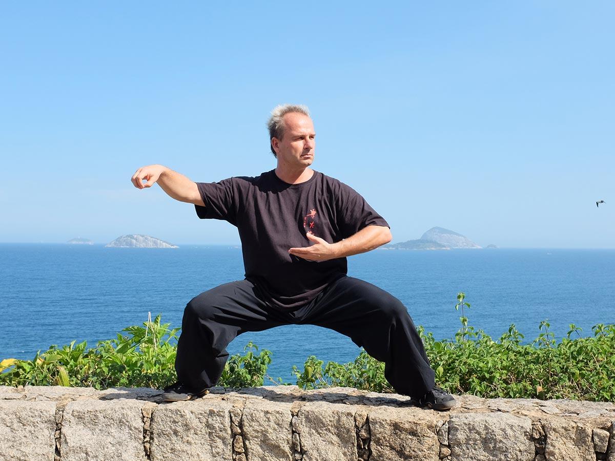 Jan Silberstorff em frente às Ilhas Cagarras, Rio de Janeiro