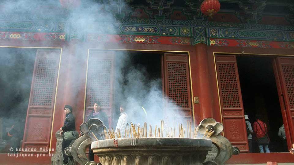 Incenso queimando em Shaolin