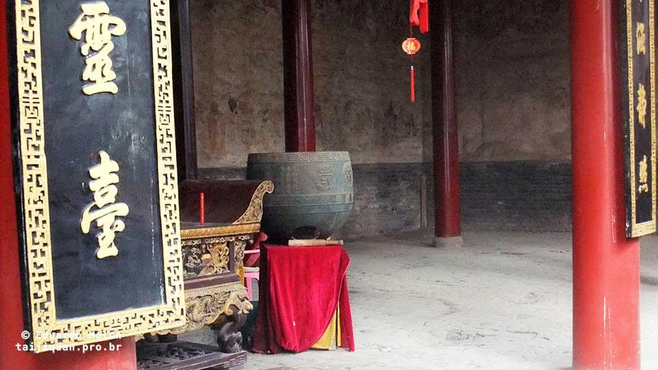 Chão afundado pelos monges Shaolin